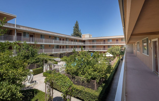 San Joaquin Hotel SureStay Collection by Best Western - Lush Gardens