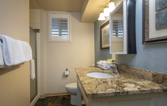 San Joaquin Hotel SureStay Collection by Best Western - Private Bathroom