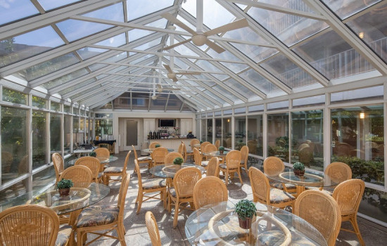 San Joaquin Hotel SureStay Collection by Best Western - Atrium Breakfast Seating