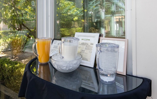 San Joaquin Hotel SureStay Collection by Best Western - Breakfast Beverages