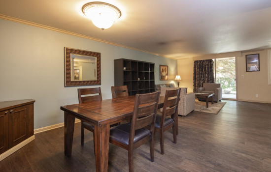 San Joaquin Hotel SureStay Collection by Best Western - Dining Area and Living Room