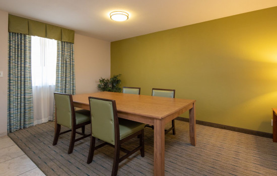 San Joaquin Hotel SureStay Collection by Best Western - Dining Area