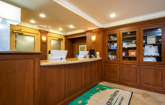 San Joaquin Hotel SureStay Collection by Best Western - Reception Desk