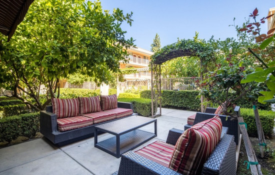 San Joaquin Hotel SureStay Collection by Best Western - Beautiful Garden Seating