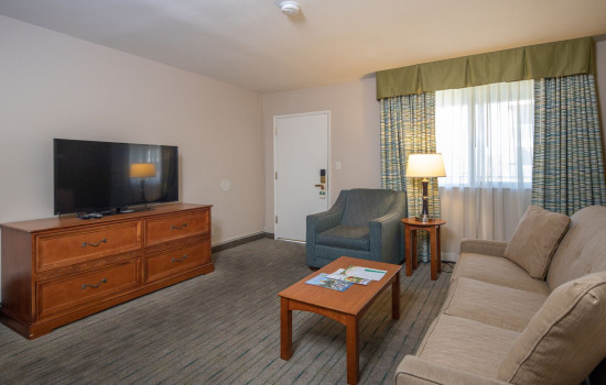 San Joaquin Hotel SureStay Collection by Best Western - Living Room
