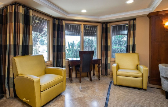 San Joaquin Hotel SureStay Collection by Best Western - Lobby Seating