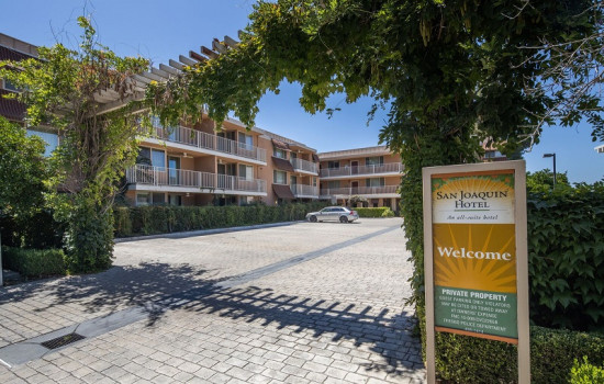 San Joaquin Hotel SureStay Collection by Best Western - Parking Entrance