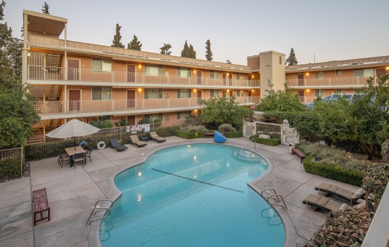San Joaquin Hotel SureStay Collection by Best Western - Pool Area