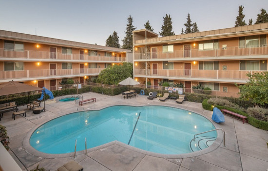 San Joaquin Hotel SureStay Collection by Best Western - Aerial View of Pool