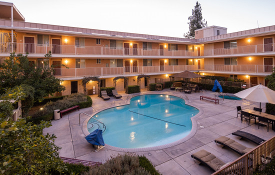 San Joaquin Hotel SureStay Collection by Best Western - Sparkling Pool