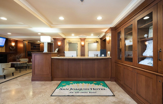 San Joaquin Hotel SureStay Collection by Best Western - Foyer and Reception Desk